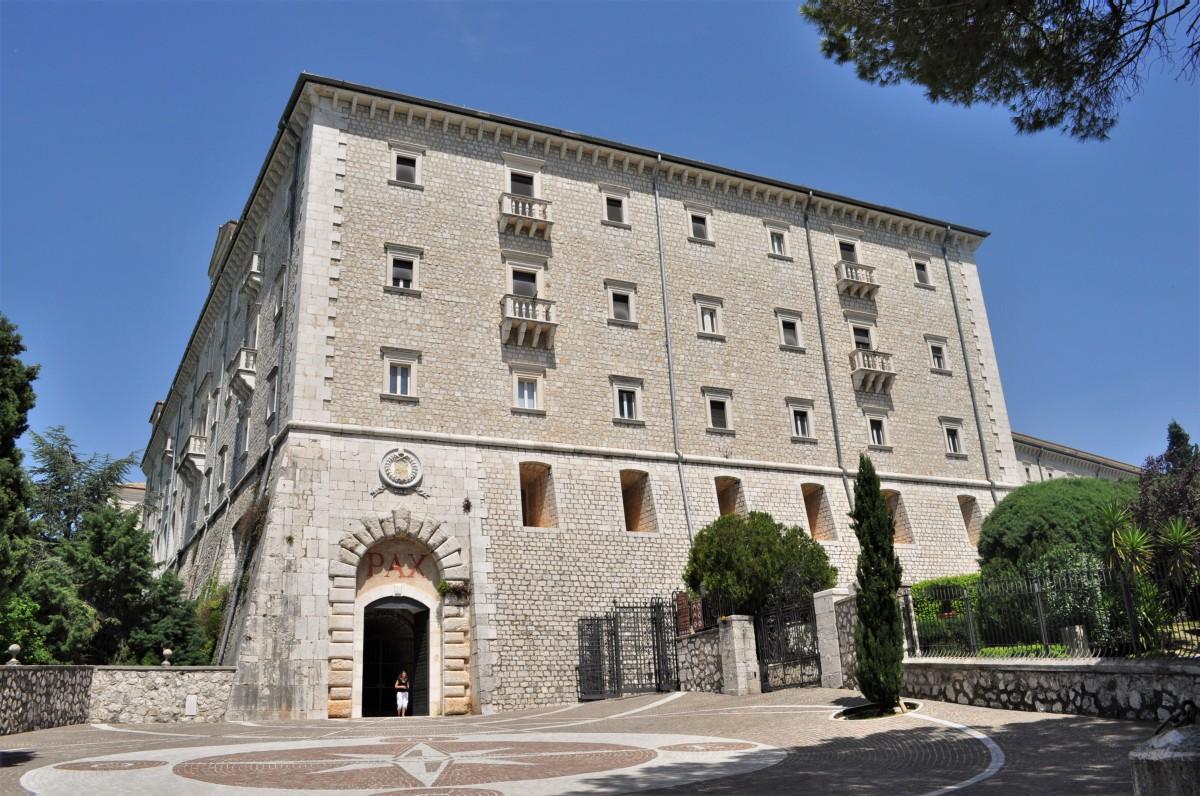Zdjęcia: Monte Cassino, Doliną rzeki Liri, Monte Cassino, klasztor, WłOCHY