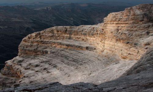 Zdjecie WłOCHY / Alpy / Dolomity / 300-metrowa ściana skalnego amfiteatru, gdzie kończy się ferrata Giovanni Lipella