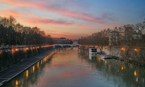Zdjęcie WłOCHY / Lazio / Rzym / Zimowy wieczór nad Tybrem