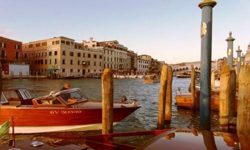 Zdjecie WłOCHY / Wenecja Euganejska / Canal Grande w Wenecji / W świetle zachodzącego słońca przez pryzmat pali