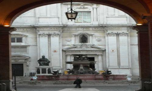 Zdjecie WłOCHY / Marche / Loreto / Wejście na Placu Madonny w Loreto