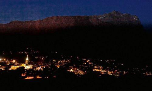 Zdjecie WłOCHY / Dolomity / Cortina D'Ampezzo / Konkurs- Cortina cień nocy w dolinie