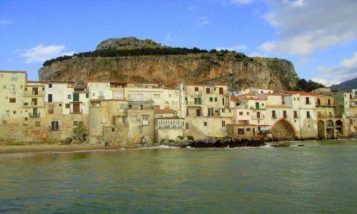 Zdjecie WłOCHY / Sycylia / Cefalu / La Rocca z ruinami twierdzy góruje nad Cefalu