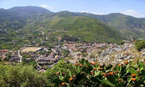 Zdjecie WłOCHY / Sycylia / Cefalu - skała La Rocca / widok na góry otaczające Cefalu