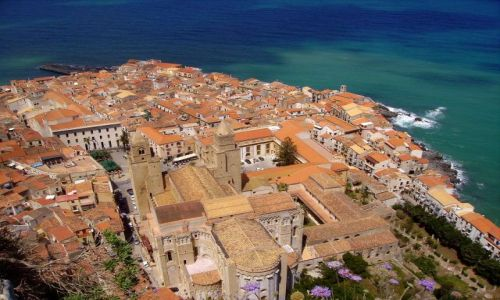 Zdjecie WłOCHY / Sycylia / Cefalu - skała La Rocca / widok na stare miasto z katedrą