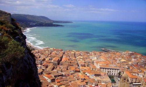 W�OCHY / Sycylia / Cefalu - ska�a La Rocca / panorama na zatok�