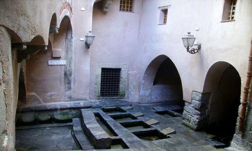 Zdjecie WłOCHY / Sycylia / Cefalu / zabytkowa pralnia na starym mieście