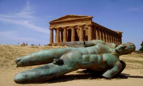 Zdjęcie WłOCHY / Sycylia / Dolina Świątyń- Agrigento / Upadły Ikar i Świątynia Zgody