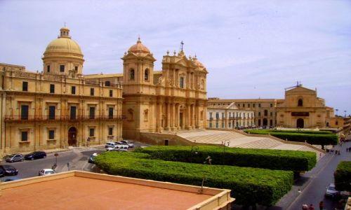 Zdjecie WłOCHY / Sycylia / Noto / widok na katedrę i Piazza Muncipio