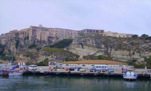 Zdjęcie WłOCHY / Kalabria / Tropea / port w Tropei o poranku