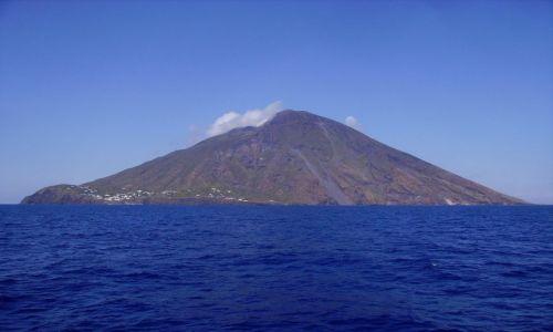 Zdjecie WłOCHY / Wyspy Liparyjskie / okolice Stromboli / pierwsze spojrzenie na Stromboli