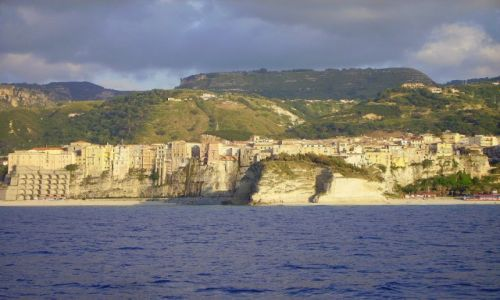 W�OCHY / Kalabria / okolice Tropei / dop�ywamy do Tropei