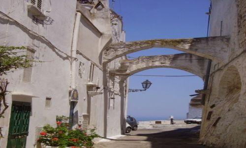 Zdjecie WłOCHY / Apulia / Ostuni / brama na morze -Ostuni