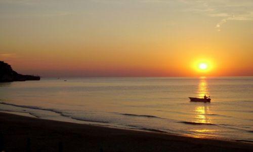 Zdjecie WłOCHY / Apulia - płw.Gargano / Peschici / zachód słońca w zatoce Peschici