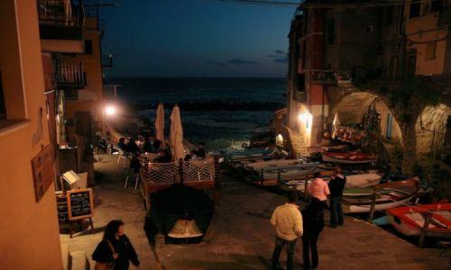 Zdjęcie WłOCHY / Cinque Terre / Riomaggiore / Wieczór w Riomaggiore