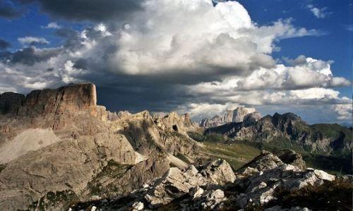 Zdjecie WłOCHY / Dolomity / Averau / Passo Falzarego / Statki na niebi