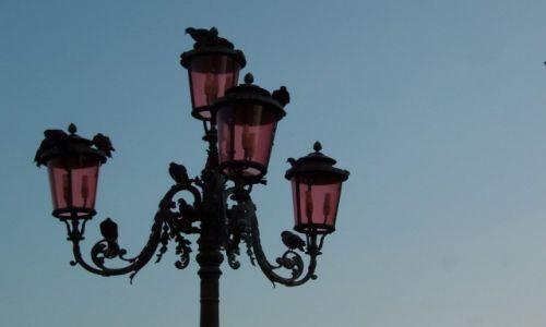 Zdjęcie WłOCHY /  Wenecja Euganejska /  Wenecja / Różowa latarnia