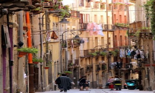 W�OCHY / Sardynia / Cagliari / i te w�skie uliczki....