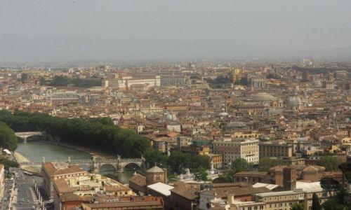 WłOCHY / Lazio / Rzym / Tybr, rzeka Rzymu