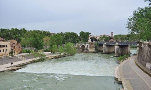 Zdjęcie WłOCHY / Lazio / Rzym / Tybr, rzeka Rzymu
