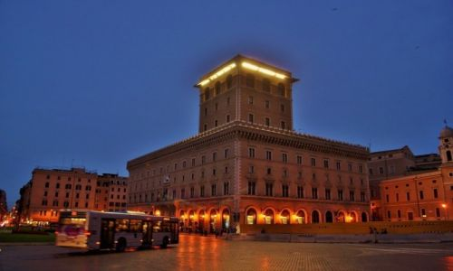 WłOCHY / Lazio / Rzym / Piazza Venezia, Rzym