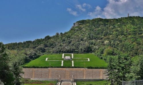WłOCHY / Lazio, Apeniny Środkowe / Monte Cassino / Monte Cassino, cmentarz