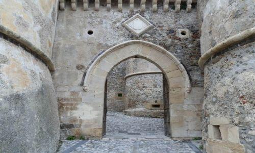 Zdjecie WłOCHY / Sycylia / Milazzo / Jedna z bram zamku w Milazzo