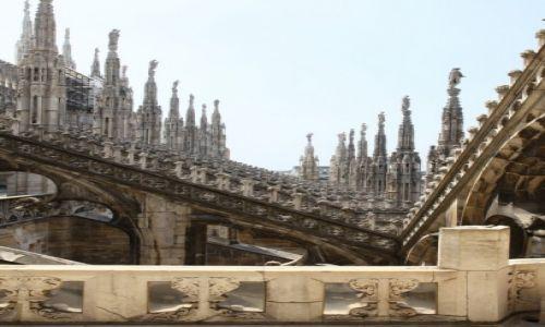 Zdjęcie WłOCHY / Lombardia / Katedra Narodzin Św. Marii w Mediolanie / Chwila zadumy i zachwytu