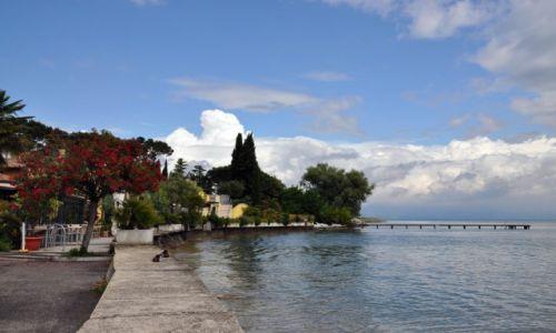 Zdjecie WłOCHY / Wenecja Euganejska / Prowincja Werona/ Bardlino / Brzeg jeziora Garda od strony Bardolino