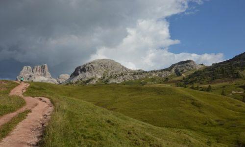 Zdjęcie WłOCHY / Dolomity / Passo di Falzarego / ścieżka