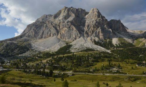Zdjecie WłOCHY / Dolomity / Passo di Falzarego / potęga gór