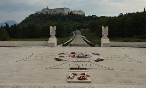 Zdjecie WłOCHY / Apeniny Środkowe / Monte Cassino / cmentarz