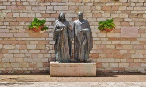 Zdjęcie WłOCHY / Umbria / Asyż / Asyż, pomnik rodziców św. Franciszka