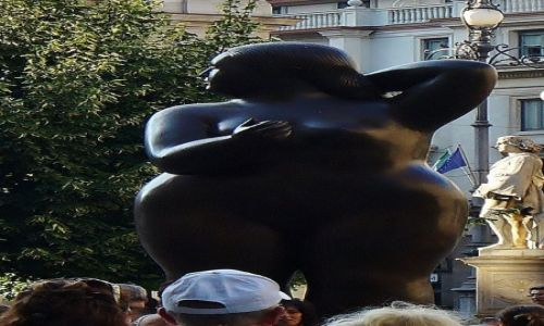 Zdjecie WłOCHY / Lombardia / Mediolan / Mediolan, pomnik kobiety