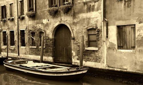 Zdjęcie WłOCHY / płn. Włochy / Wenecja / Zapomniany zaułek...
