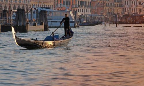 Zdjecie WłOCHY / płn. Włochy / Wenecja / Gondolier