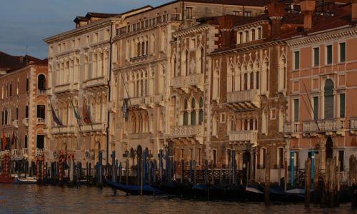 Zdjęcie WłOCHY / płn. Włochy  / Wenecja / Nad kanałem..