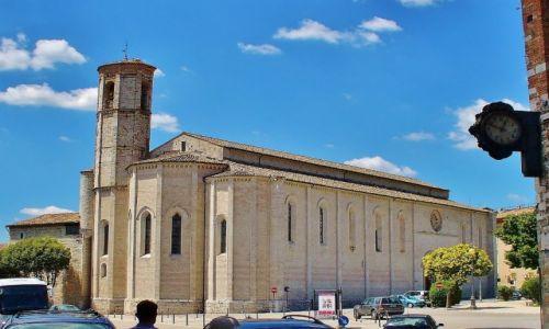 Zdjęcie WłOCHY / Umbria / Gubbio / Gubbio, kościół franciszkański