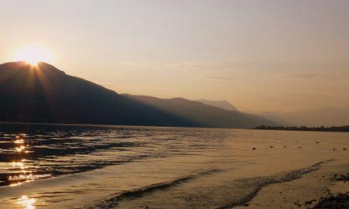 Zdjęcie WłOCHY / Lobmardia / Jezioro Como /  słońce zachodzi nad Jez.Como