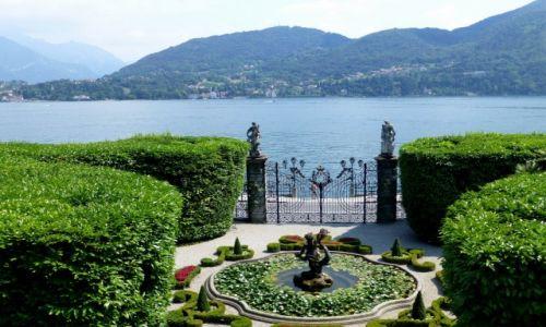 Zdjęcie WłOCHY / Lombardia / Jezioro Como / widok z ogrodów na jezioro