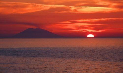 Zdjecie WłOCHY / Calabria / San Nicolo / sunset over the stromboli
