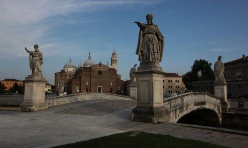 Zdjęcie WłOCHY / Wenecja Euganejska / Padwa / Rzeżby przedstawiające słynnych mieszkańców Padwy