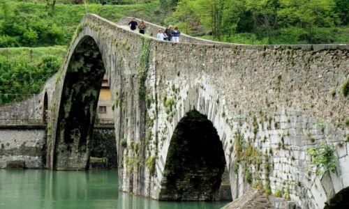 Zdjecie WłOCHY / Toskania /  Borgo a Mozzano / Diabelski most