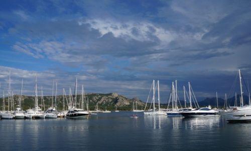 Zdj�cie W�OCHY / Sardynia / Cannigione / Widok na port