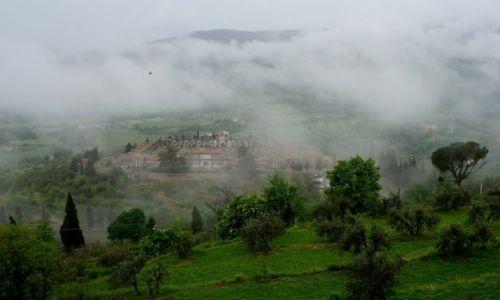 Zdjecie WłOCHY / Toskania / Kortona / Cmentarz pod chmurką