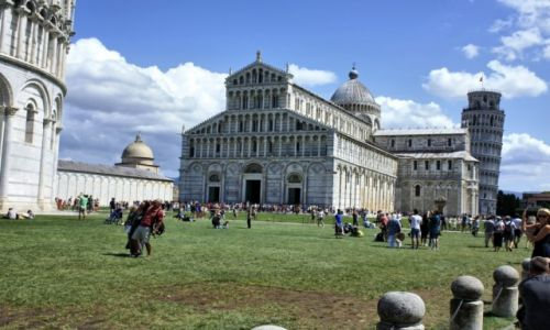 Zdjęcie WłOCHY / Toskania / Pisa / krzywo budują w dzisiejszych czasach