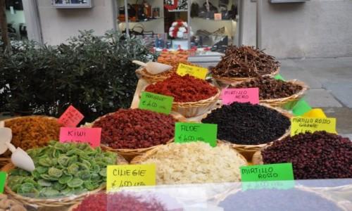 Zdjęcie WłOCHY / Liguria / Savona Market / Na święta specjały....