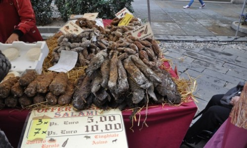 Zdjęcie WłOCHY / Liguria / Savona Market / Na święta specjały....salami różniste...