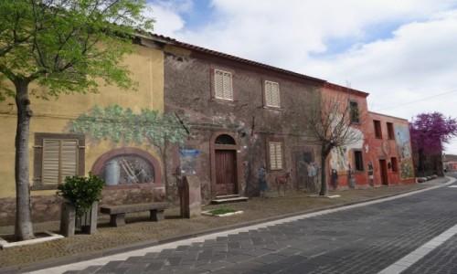 Zdj�cie W�OCHY / Sardynia / Tinnura / TINNURA miasteczko murali