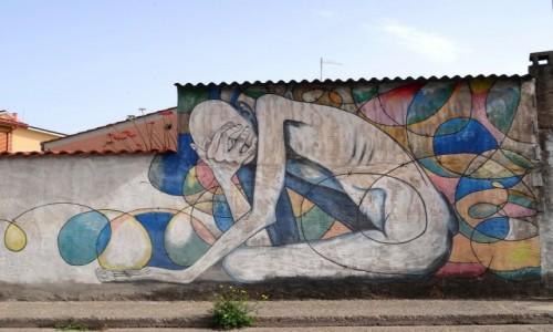 Zdj�cie W�OCHY / Sardynia / San Sperate / CIERPIENIE - mural z San Sperate